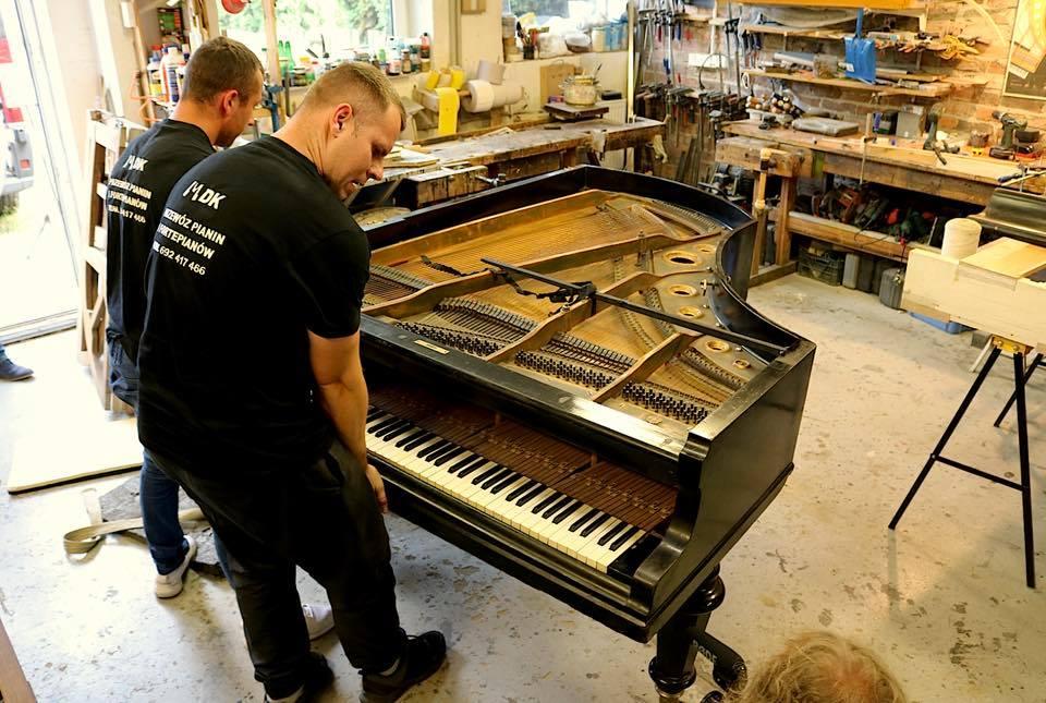 MDK w pracowni pianin i fortepianów
